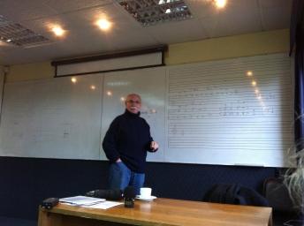 Dando una clase en el Departamento de Música de la Universidad de Valparaíso